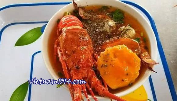 不到250元的海鮮美味越南龍蝦河粉
